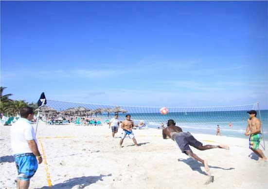 A Cuba, fin de l'enquête annuelle d'évaluation et match de beach volley pour nos clients